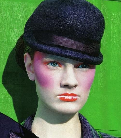 red-eyeshadow-pink-lips